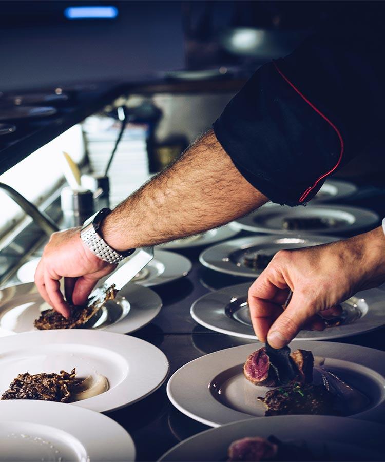 Osoblje i priprema hrane u restoranu za proslave Love House na Zvezdari